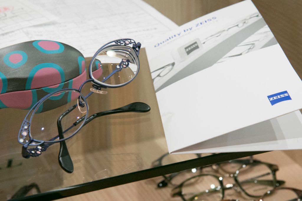 眼鏡 の 度数 から コンタクト の 度数 を 知る 方法